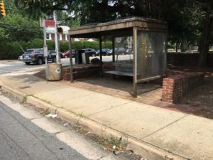 Bus stop at Mt. Vernon Avenue and South Glebe Road, before improvements