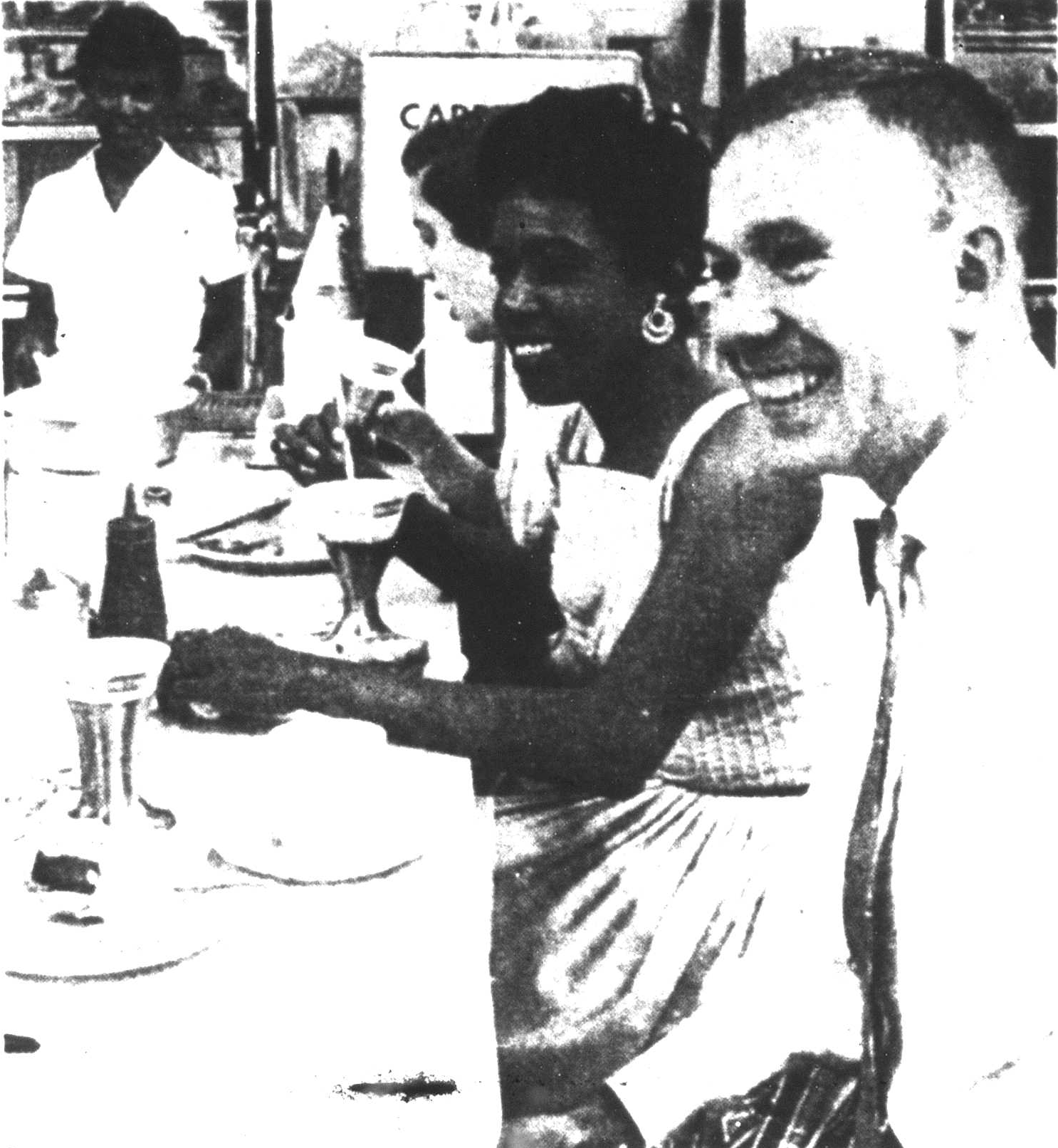 Paul Dietrich and Gwendolyn Greene sit at the desegregated Buckingham lunch counter. Image courtesy of the Northern Virginia Sun at the Arlington Public Library Center for Local History.