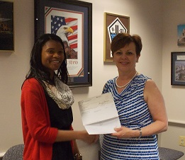 Arlington County Sheriff Beth Arthur presents Wakefield High student Kiana Carter with VSI Scholarship check.