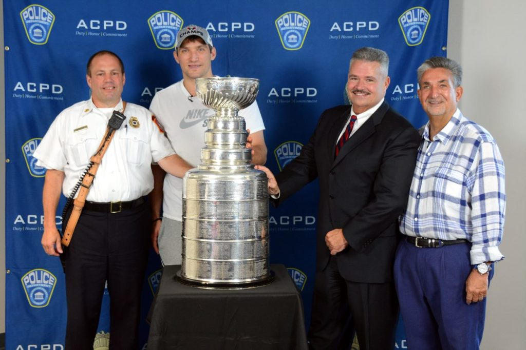 ... people pose with the stanley cup abda61e5a249